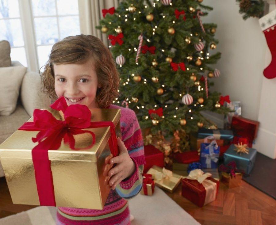 Кто подарить дочке на новый год