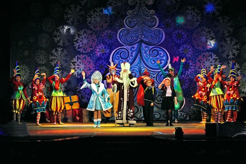 Сценарий нового года в театре